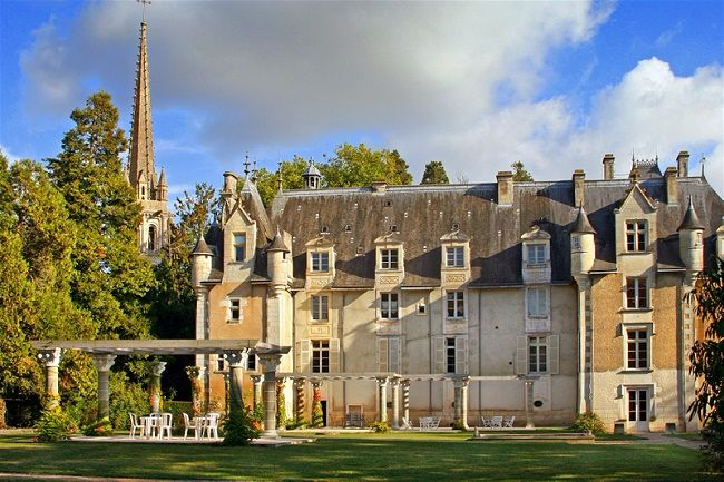 5 Exceptionsl Exclusive Use Wedding Abroad Venues in Europe // Wedding Chateau France