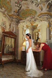 Hot Tips - Extra Celebrations - Callie & James Wedding in Italy - weddingsabroadguide.com