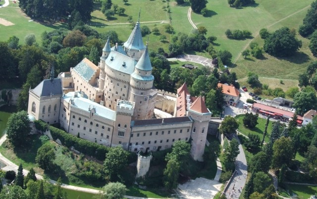Information & Advice having a wedding in Slovakia // Bojnice Castle // Impuls Weddings