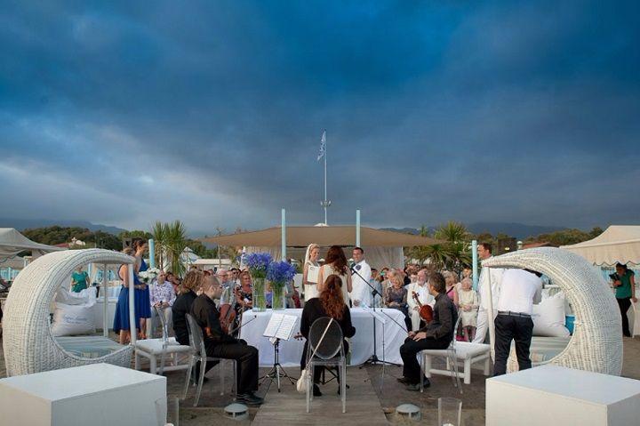 Katy & Tony Beach Wedding in Tuscany // Glam Events in Tuscany // Cristiano Brizzi Photography // Dramatic Sky Symbolic Ceremony