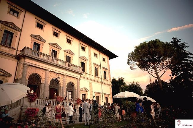 5 Exceptionsl Exclusive Use Wedding Abroad Venues in Europe // Villa Pitiana Exclusive Wedding Villa in Tuscany
